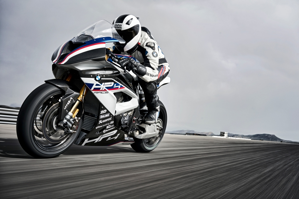 P90254392_highRes_bmw-hp4-race-04-2017