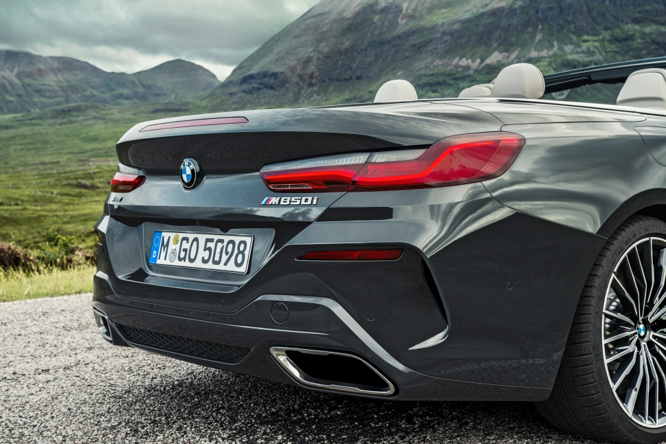 P90327632_highRes_the-new-bmw-8-series