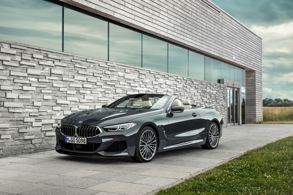 P90327650_highRes_the-new-bmw-8-series