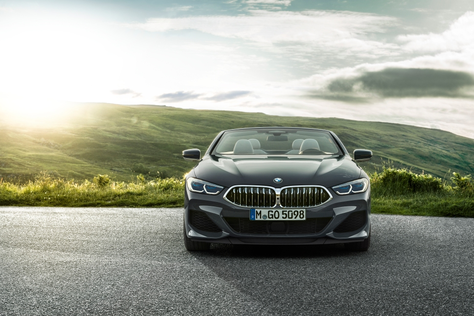P90327656_highRes_the-new-bmw-8-series