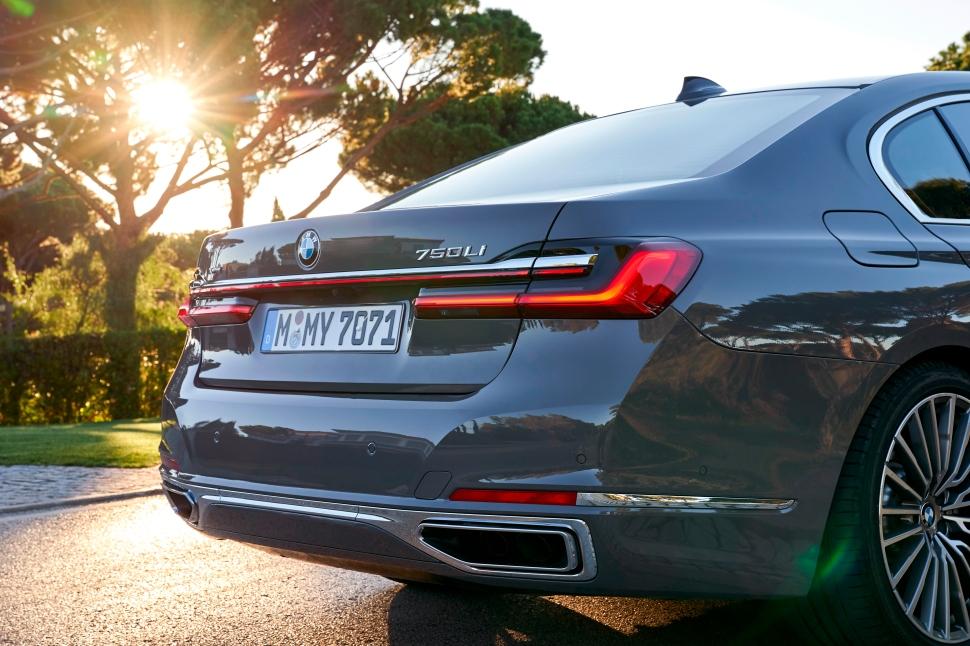 BMW 750Li xDrive_36