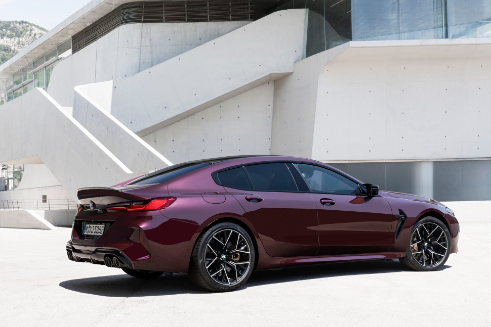 P90369573_highRes_the-new-bmw-m8-gran-