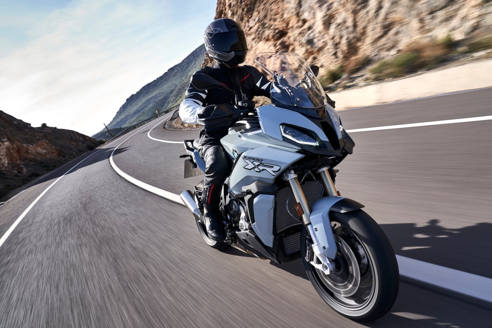 BMW_S1000XR_action_001