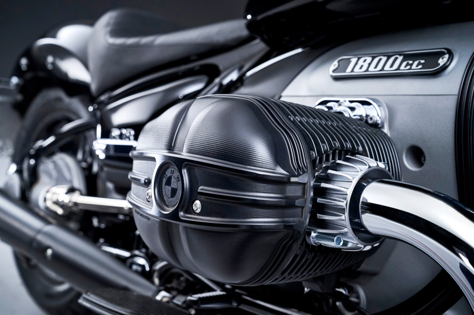 P90386366_highRes_the-bmw-r-18-04-2020