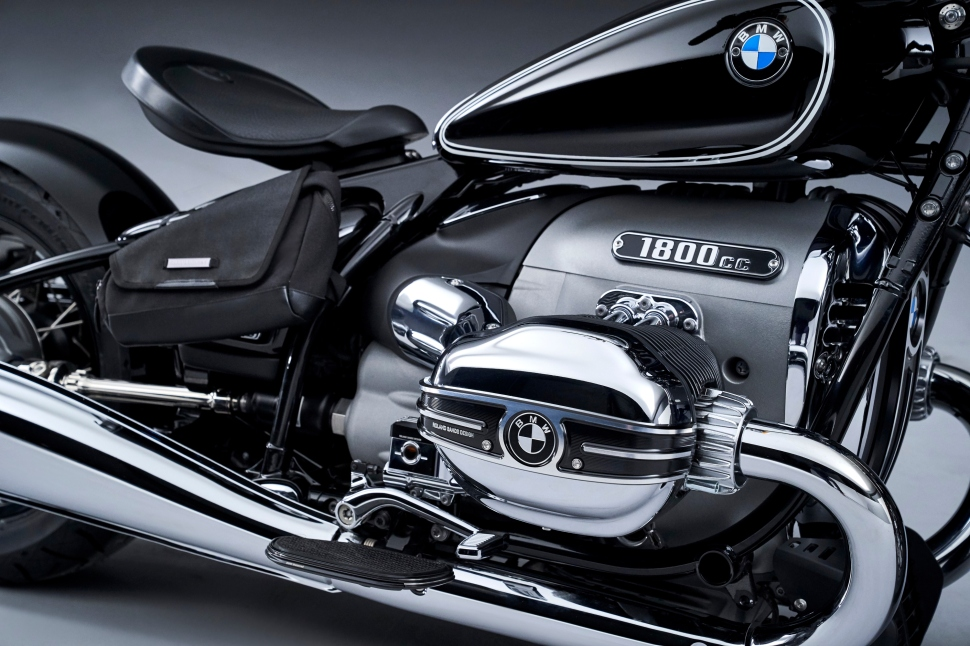 P90386384_highRes_the-bmw-r-18-04-2020