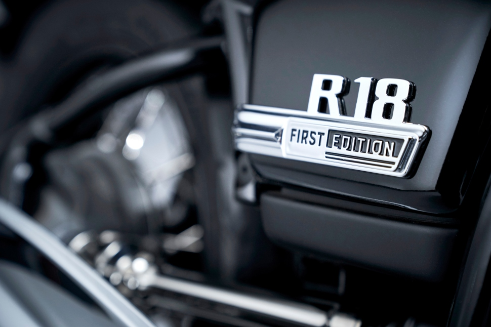 P90386426_highRes_the-bmw-r-18-first-e