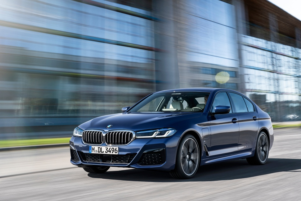 P90389007_highRes_the-new-bmw-530e-xdr