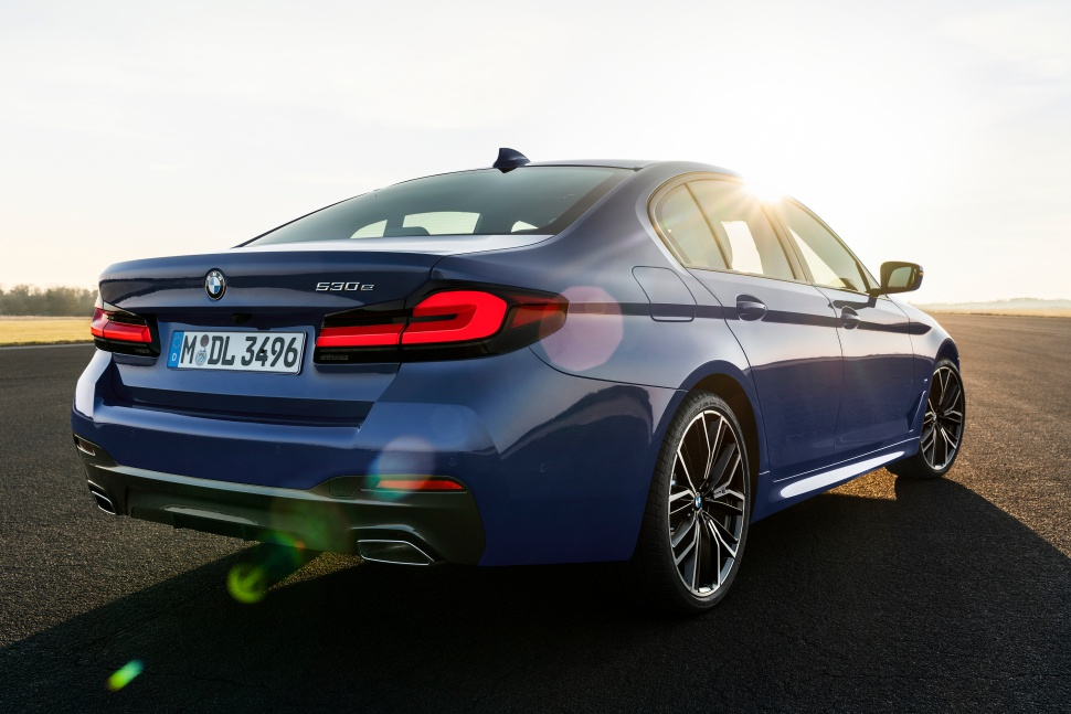 P90389015_highRes_the-new-bmw-530e-xdr(1)