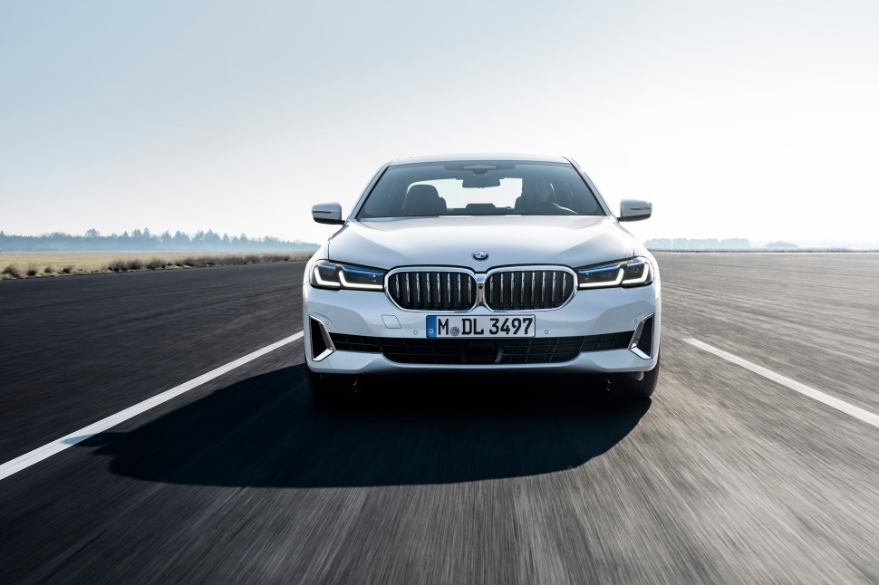P90389058_highRes_the-new-bmw-540i-sed
