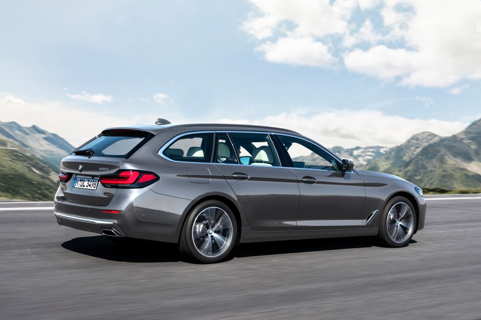 P90389085_highRes_the-new-bmw-530i-tou