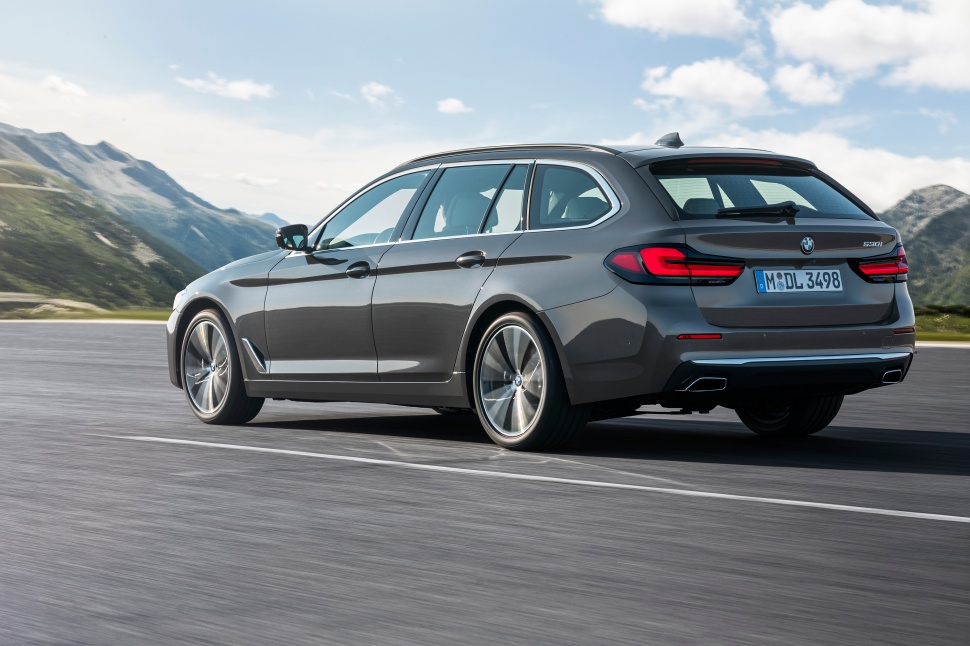P90389087_highRes_the-new-bmw-530i-tou