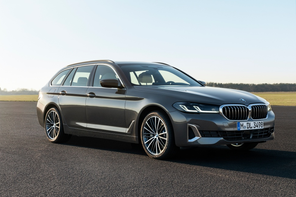 P90389092_highRes_the-new-bmw-530i-tou