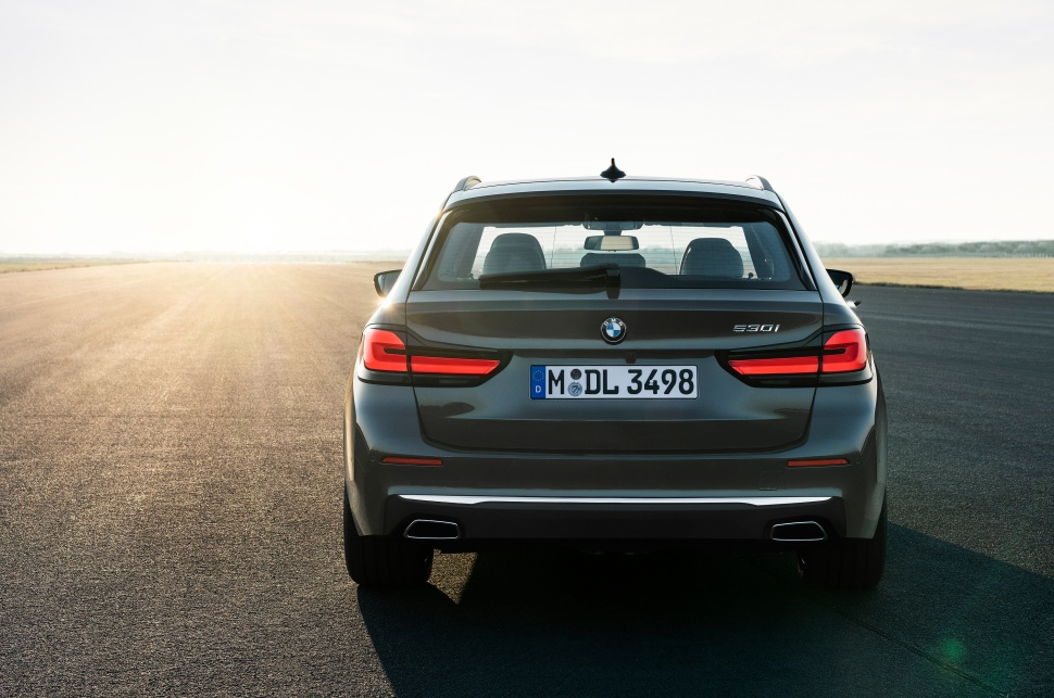 P90389095_highRes_the-new-bmw-530i-tou