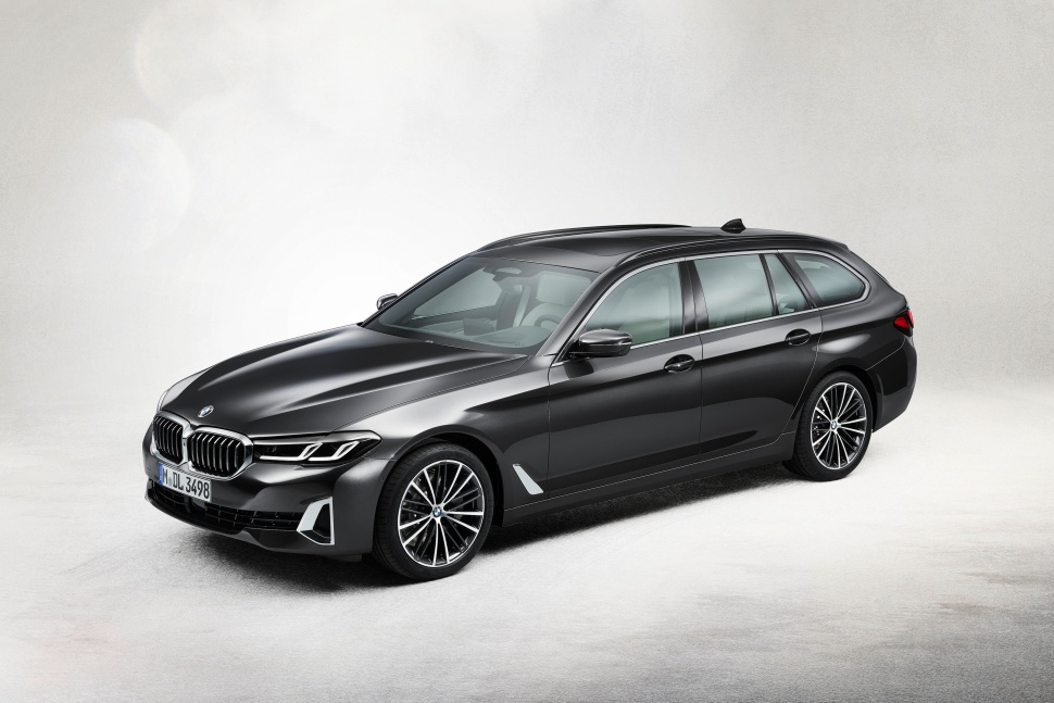 P90389098_highRes_the-new-bmw-530i-tou