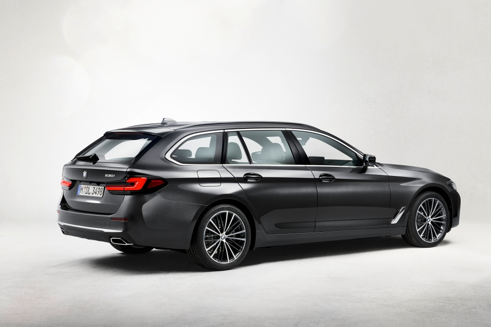P90389099_highRes_the-new-bmw-530i-tou